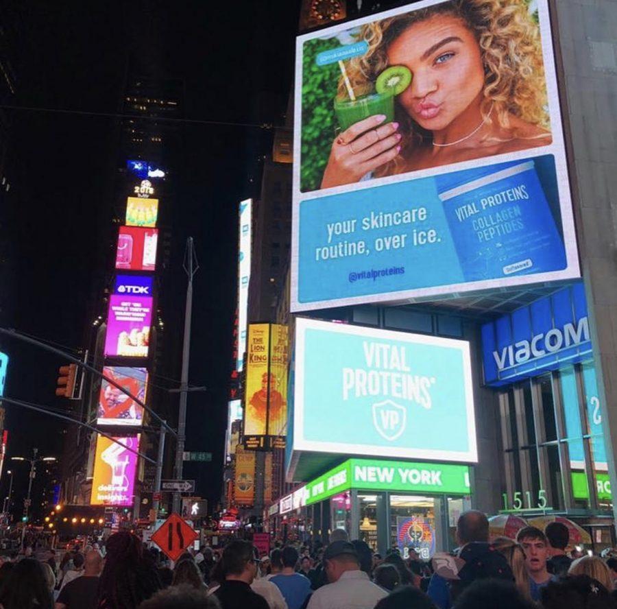 Beautiful+Kiana+Alexis+on+a+billboard+in+New+York.