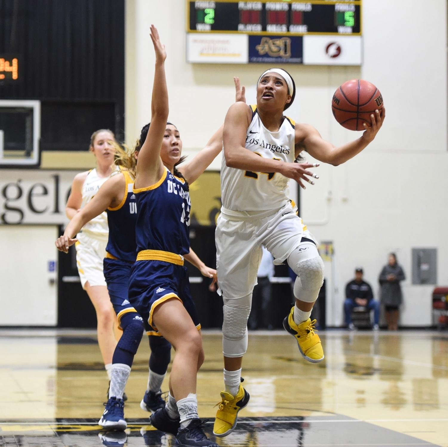 Women's Basketball loses against UCSD in a game of 73-48.