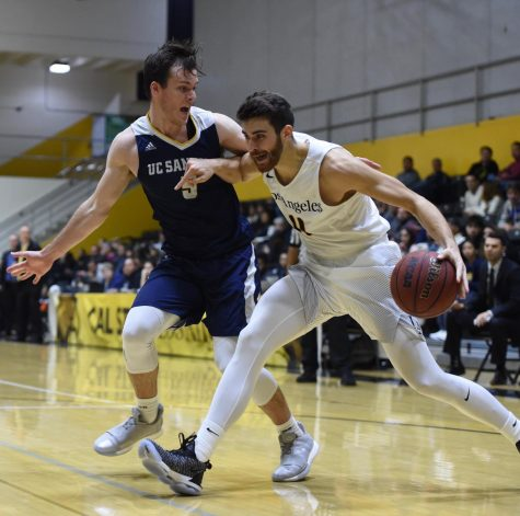 Men's Basketball Takes Down No.3 Tritons