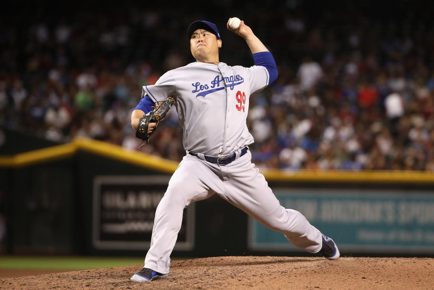 Starting pitcher Hyun-Jin Ryu #99 of the Los Angeles Dodgers pitches against the Arizona Diamondbacks during the MLB game at Chase Field, photo courtesy from Getty Images.