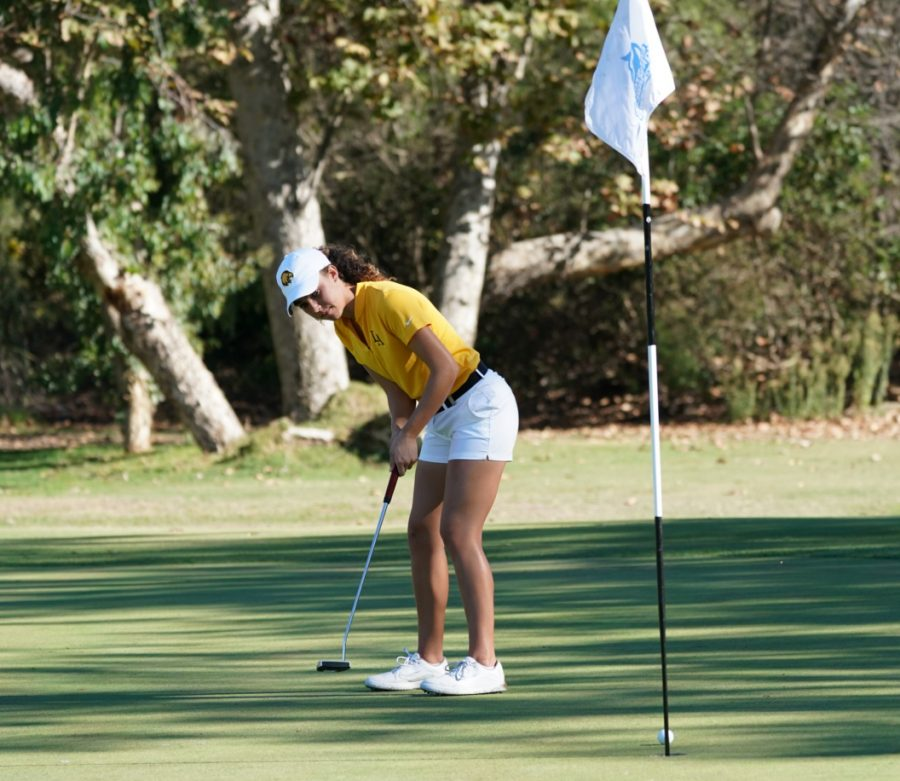 Morgan+Sjoerdsma+concentrates+on+a+put+during+the+DII+West+Region+Preview+hosted+by+Cal+State+San+Marcos.+Cal+State+LA+women%27s+golf+placed+14th+place+overall+out+of+17+teams+total.