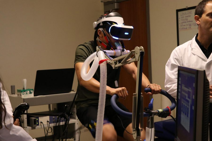 Ben Zhou participates in the Cal State LA Kinesiology lab virtual reality exercise research experiment.