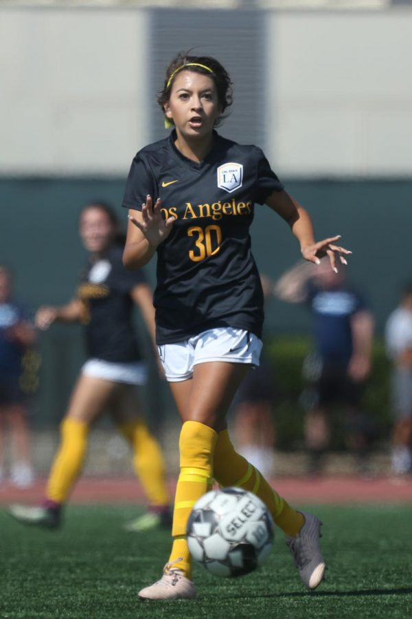 Selena+Cuara+%2830%29+looks+across+the+field+to+pass+the+ball.+Cal+State+LA+women%27s+soccer+lost+to+Sonoma+State+3-1.+
