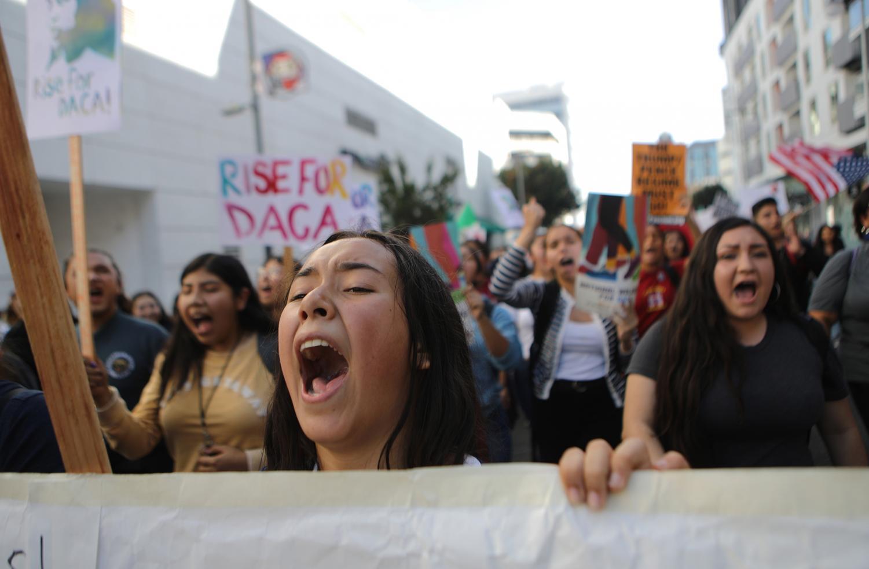 Estudiantes y simpatizantes de DACA en Los Ángeles en respuesta a las audiencias de la Corte Suprema.