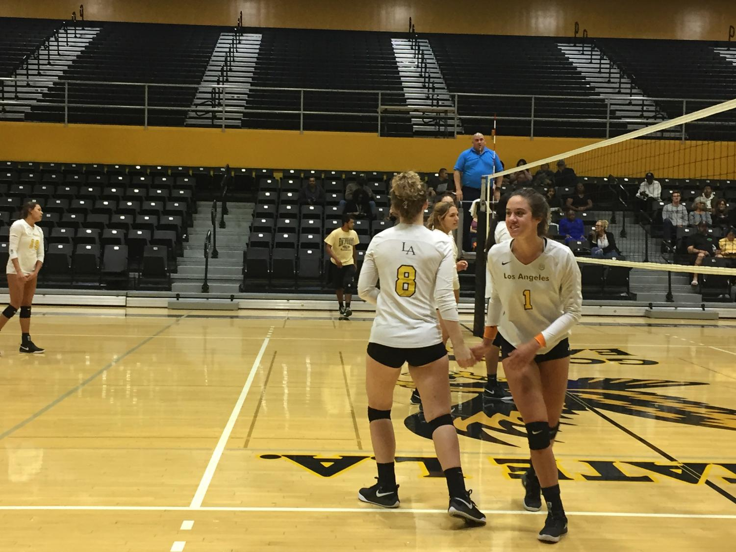 Cal State LA women's volleyball defeats Cal Poly Pomona in a home game of 3-2.