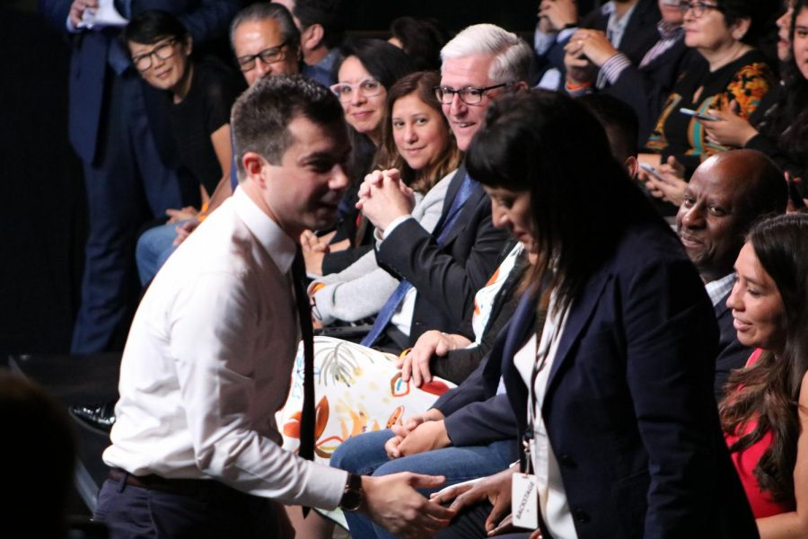 Mayor Pete Guttigieg shakes hands at a presidential candidate forum. Photo by George Garcia.
