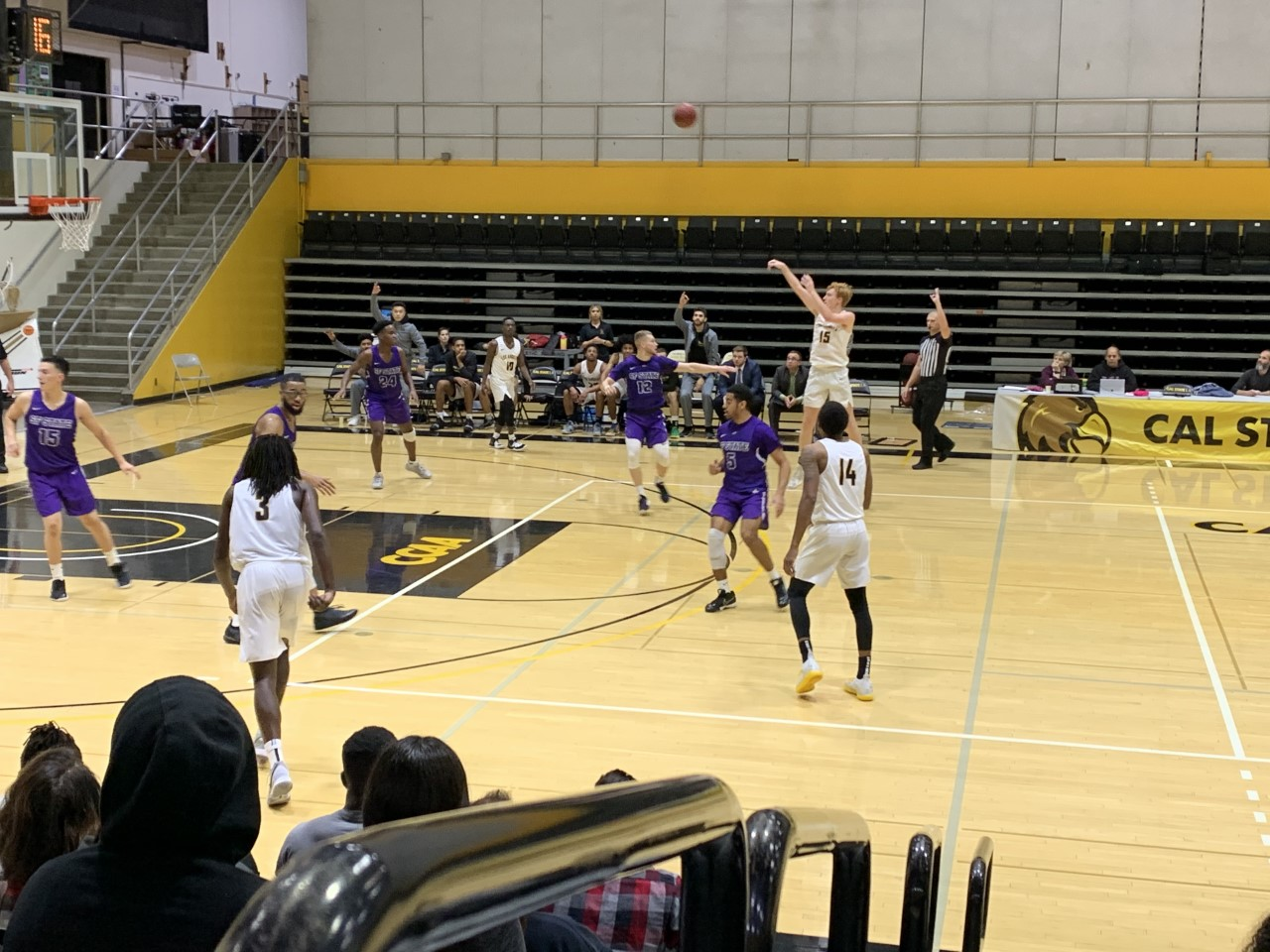 Golden Eagles lose against San Francisco State in a home game of 72-73.