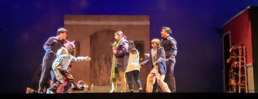 Nobody en la izquierda fue interpretado por Alexander Nguyen y en la derecha Everybody interpretado por Brendan Cheng