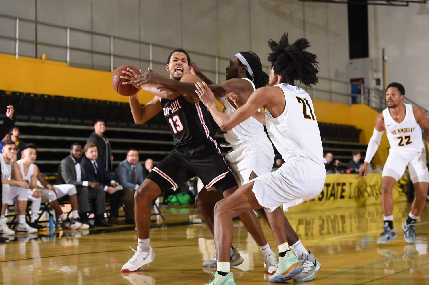 Men's basketball lose fifth straight game against Stanislaus State 77-85