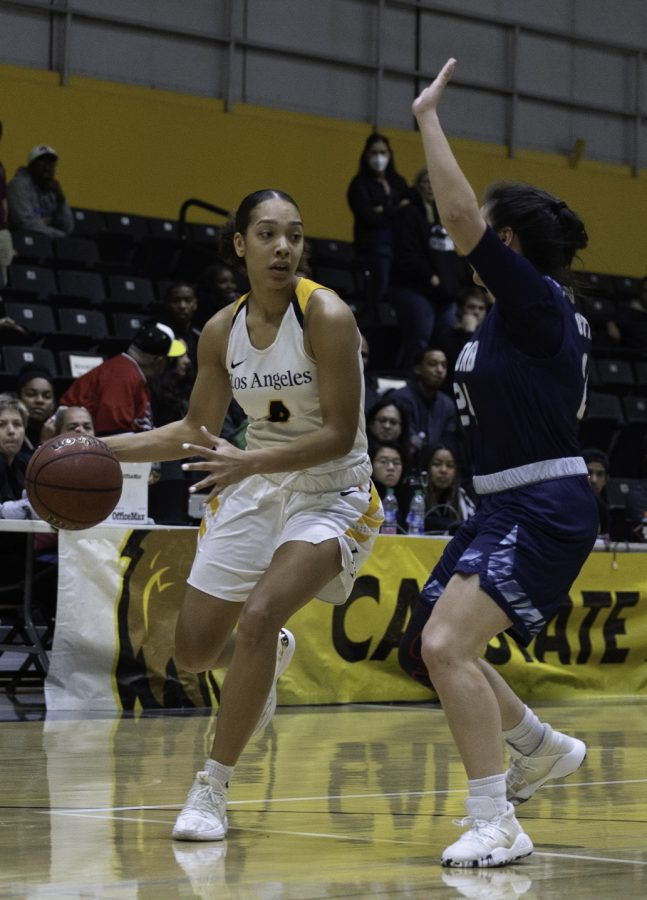 Mackenzie Barnes (4) at the Homecoming women's basketball game against Cal State Monterey Bay.