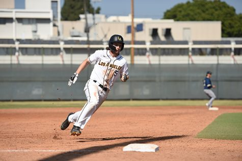 Thomas Chavez (5) runs through the third base.
