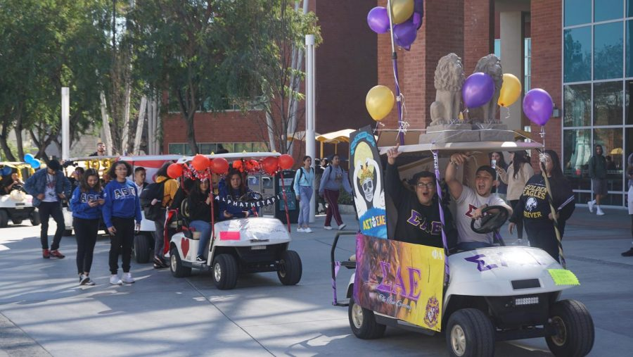 The+procession+consisted+of+mini-cars+each+representing+student+organizations+and+clubs.+Sigma+Alpha+Epsilon+and+Alpha+Theta+Pi+were+among+the+fraternities+that+had+their+own+mini-vehicles.