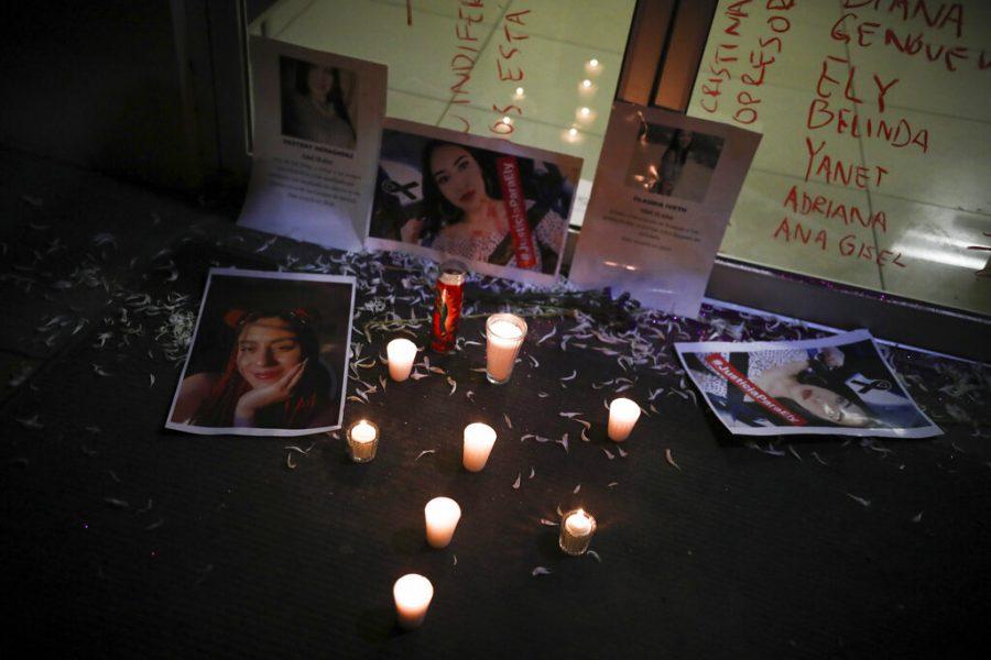 Fotos+de+las+mujeres+asesinadas+se+colocan+afuera+de+la+sede+de+la+polic%C3%ADa+de+investigaci%C3%B3n+durante+una+protesta+en+Tijuana%2C+M%C3%A9xico%2C+el+s%C3%A1bado+15+de+febrero+del+2020.%0A