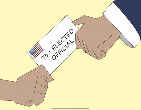 Los estudiantes de Cal State LA y los miembros de la comunidad envían sus cartas a los funcionarios electos antes de la votación primaria.