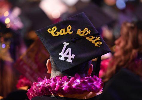Estudiantes apunto de graduarse entristecidos por el anuncio de la ce